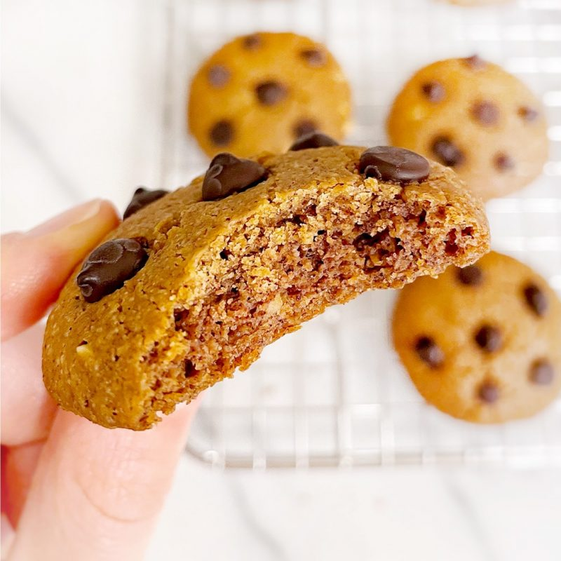 5-Ingredient-Peanut-Butter-Chocolate-Chip-Cookies-2-1
